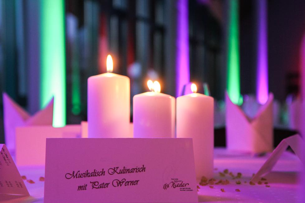 Die Kerzen sind angezündet. Foto: Kultur Pur/Ulrich Bock