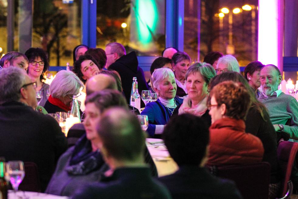 Gastliche Atmosphäre prägt das Rathaus an diesem Abend. Foto: Kultur Pur/Ulrich Bock