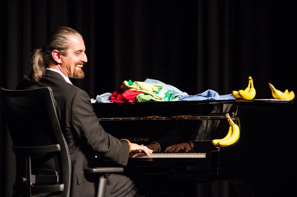 Das Klavier macht die Wahrheit erträglicher. Foto: Kultur Pur/Ulrich Bock