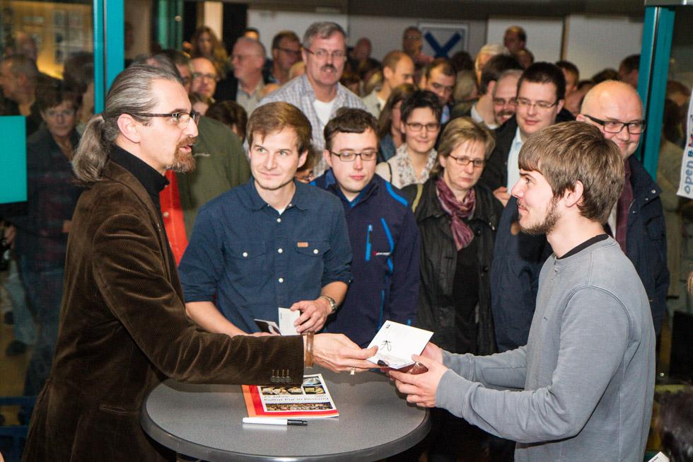 Nach dem Auftritt stellte sich Hagen Rether den Fragend es Publikums. Foto: Kultur Pur/Ulrich Bock