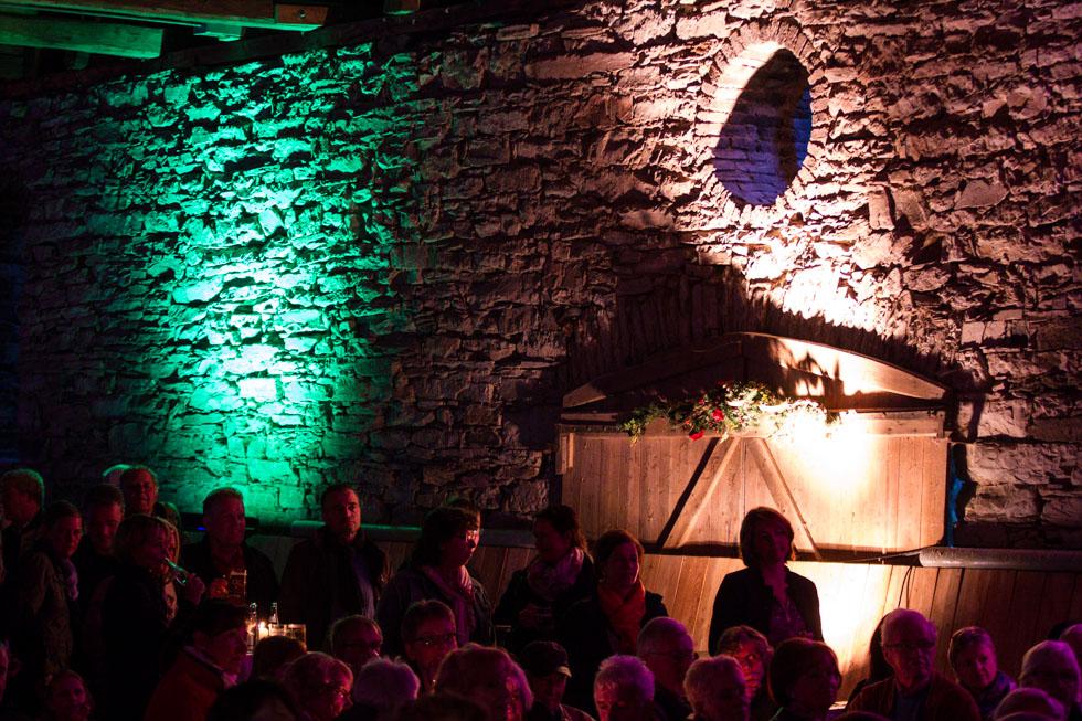 Die Lichtillumination ließ das alte Mauerwerk besonders gut zur Geltung kommen. Foto: Kultur Pur/Ulrich Bock