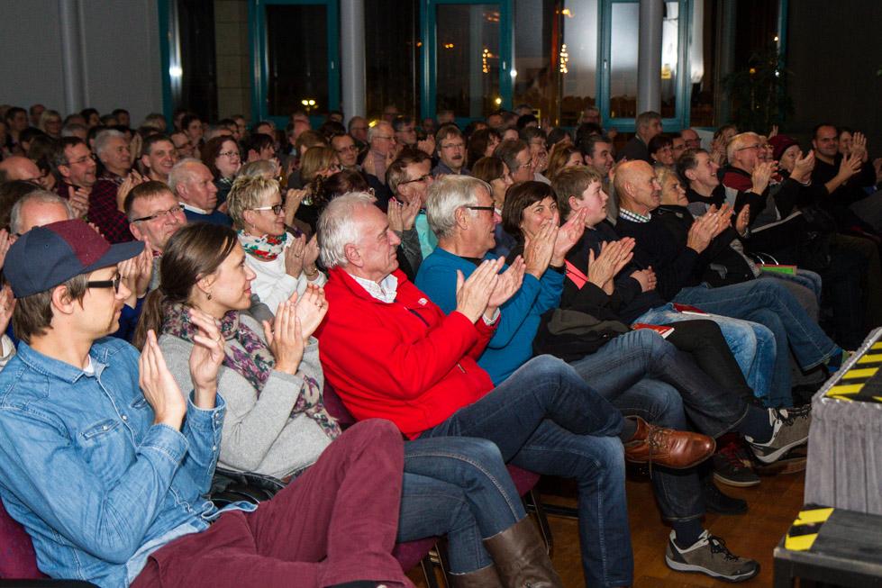 Die 200 besucher waren begeistert - und fanden sich in den Beschreinbungen weihnachtlicher Ereignisse wieder. Foto: Kultur Pur/Ulrich Bock