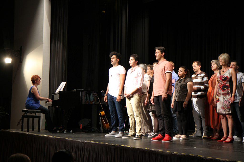 Choreografisch, musikalisch und schauspielerisch hatte das bunte Ensemble viel zu bieten.