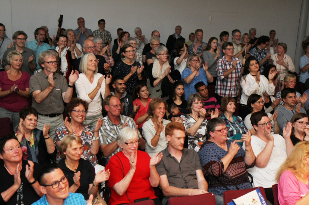 Zum Schluss gab das Publikum stehende Ovationen.