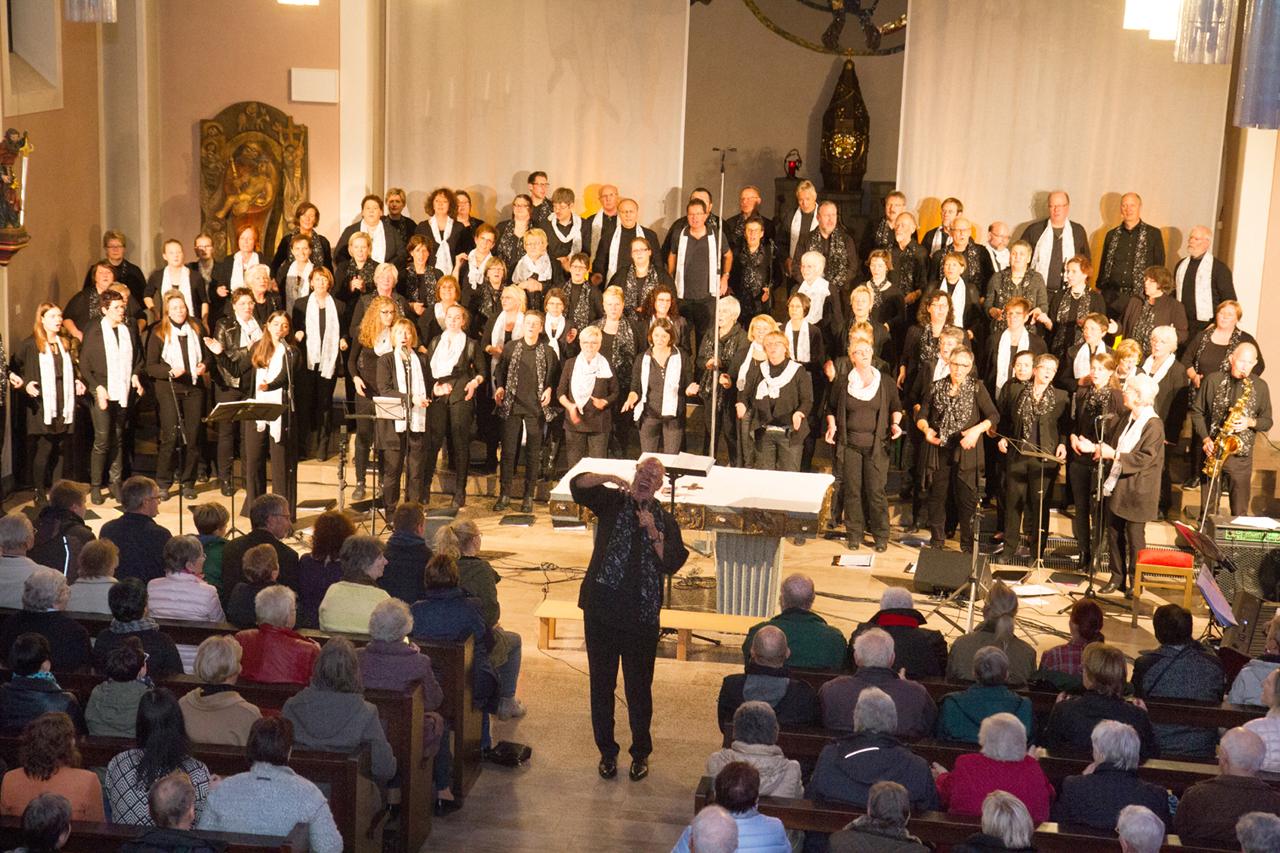 Über 80 Aktive gestalteten das Gospelkonzert im Oktober 2016.
