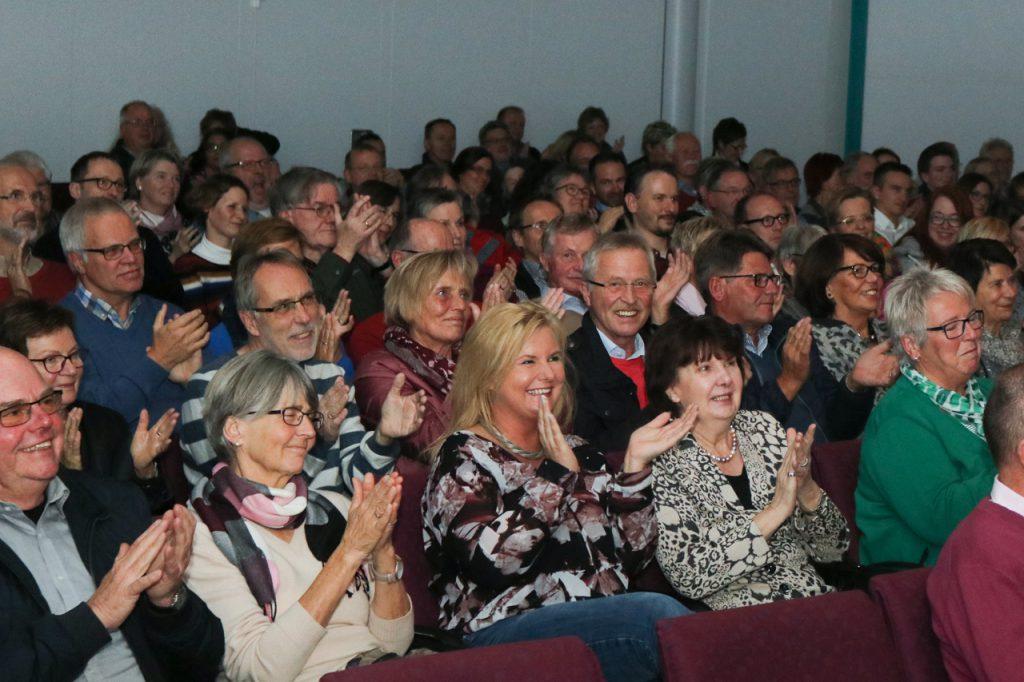 Die 200 Zuschauer waren begeistert - und bekamen einiges zum Nachdenken mit auf den Heimweg. Foto: Kultur Pur/Ulrich Bock