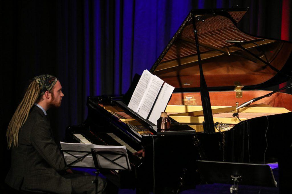 Tim Köhler, der mit seiner Bigaband schon den WDR-Jazz-Preis gewonnen hat, am Flügel. Foto: Kultur Pur/Ulrich Bock