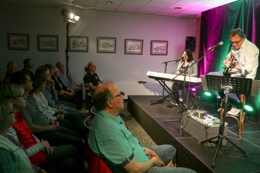 Auch die Eigenkompositionen der beiden Musiker überzeugen. Foto: Kultur Pur/Ulrich Bock