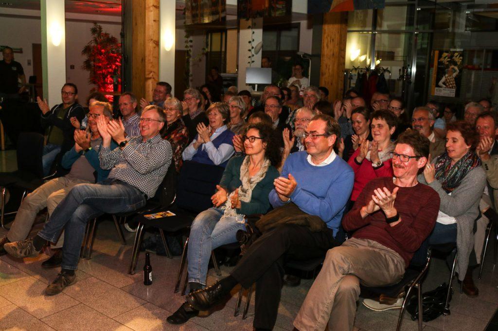 """Das """"Resetten"""" hat nicht geklappt: Am Ende gab es viel Applaus. Foto: Kultur Pur/Ulrich Bock"""