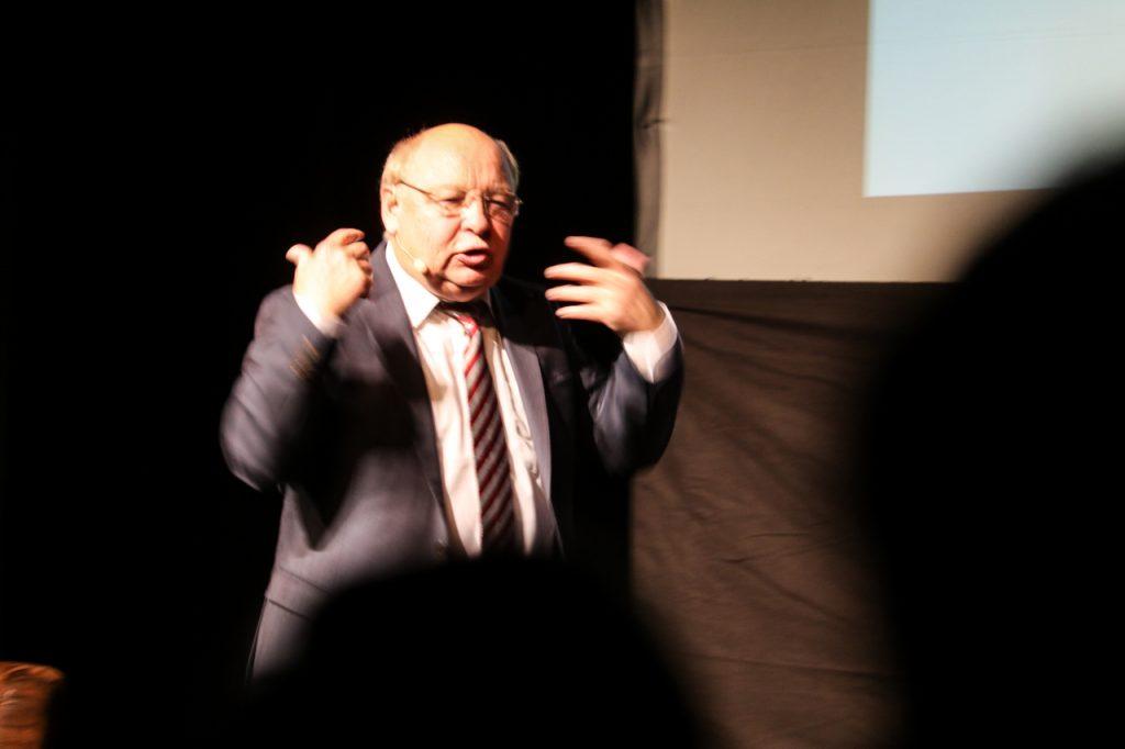 Immer in Bewegung: Gernot Hassknecht. Foto: Kultur Pur/Ulrich Bock