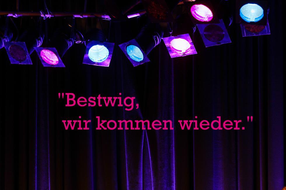 Diese Worte von Götz Alsmann zum Abschluss des Konzertes hörten wir gerne. Foto: Kultur Pur/Ulrich Bock