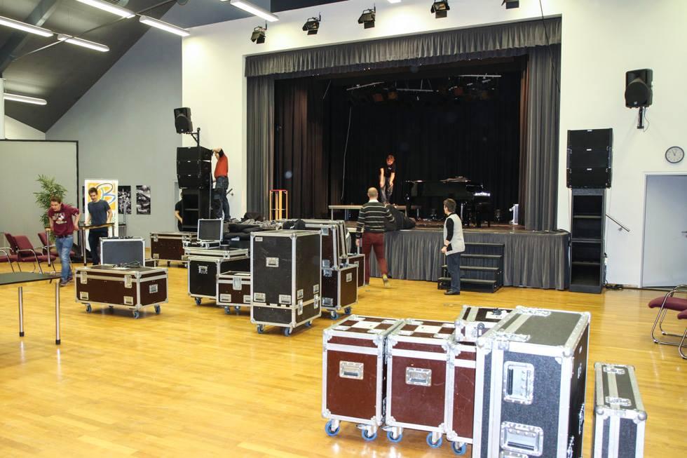 Nach dem knapp dreistündigen Konzert gab es noch eine Menge Technik einzupacken. Foto: Kultur Pur/Ulrich Bock