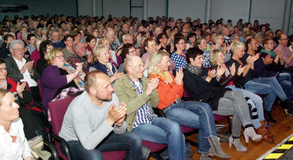 Das Publikum ist an beiden Premiere-Abenden begeistert. Foto: Kultur Pur/Ulrich Bock
