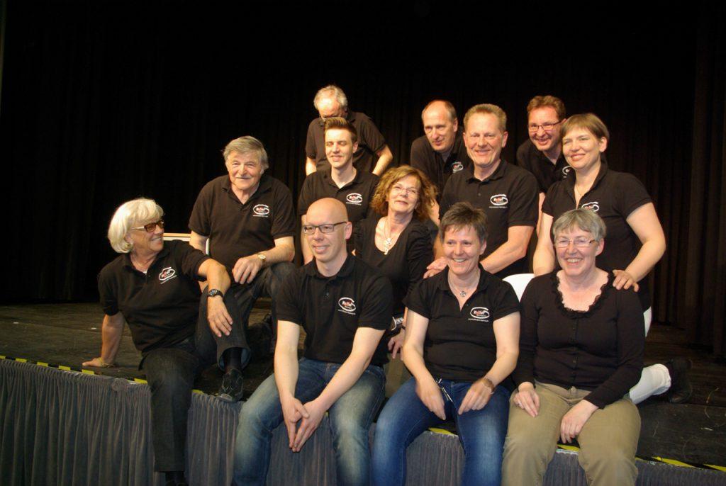 Gruoppenbild mit Künstlerin: Karin Berkenkopf zwischen der Backstage-Crew von Kultur Pur. Foto: Kultur Pur