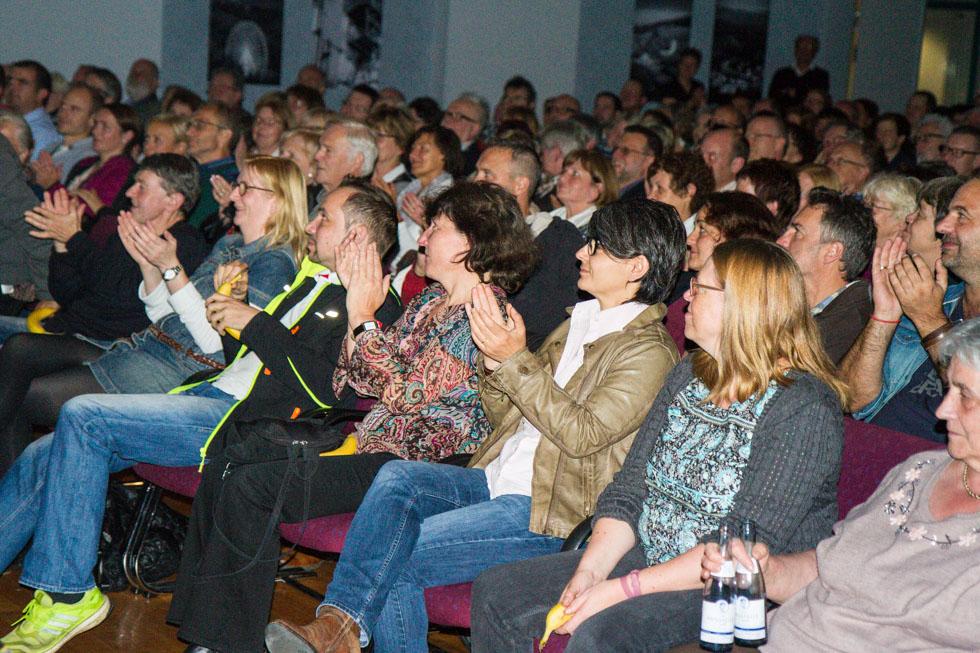 Nich immer einfache Kost - aber das Publikum folgte Hagen Rether konzentriert. Foto: Kultur Pur/Ulrich Bock