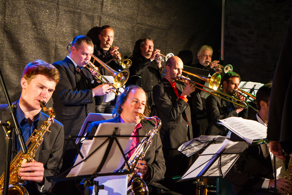 20 Musiker heizten den Besuchern in der historischen Foto: Kultur Pur/Ulrich BockReithalle ein.