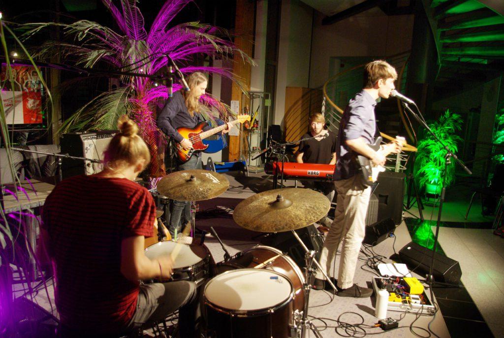 """Die Lieder der Luis Schwamm-Band handeln von """"selbstgebastelten"""" Fehlern, Ruhe, Angst und anderen komplizierteren Alltäglichkeiten. Foto: Kultur Pur/Ulrich Bock"""