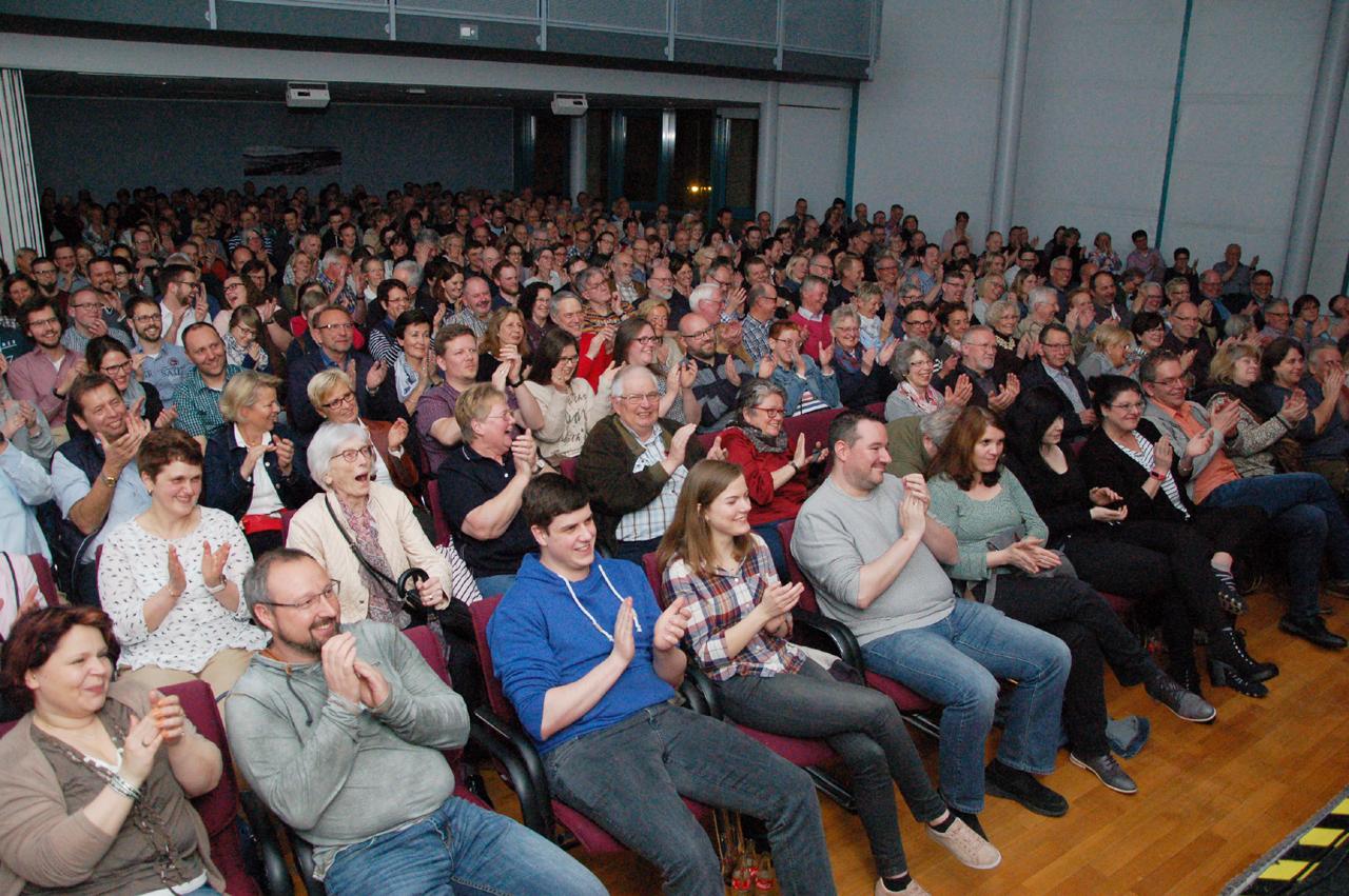 Fast 400 Besucher folgten Jochen Malmsheimers skurrilen Beobachtungen. Foto: Kultur Pur/Ulrich Bock