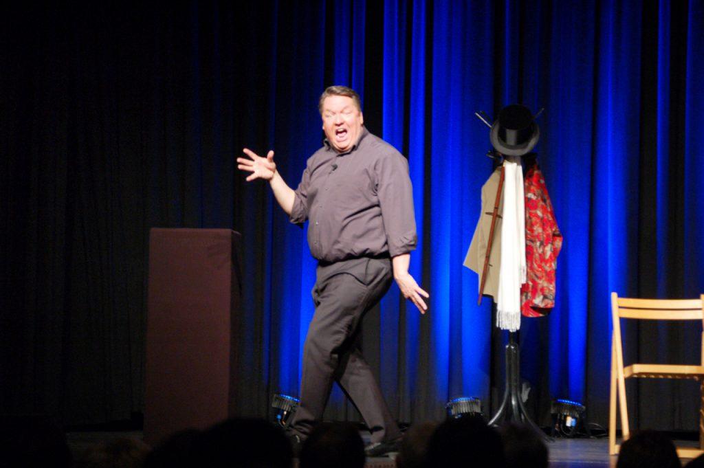 Auch das moderne Theater parodierte der Kabarettist.
