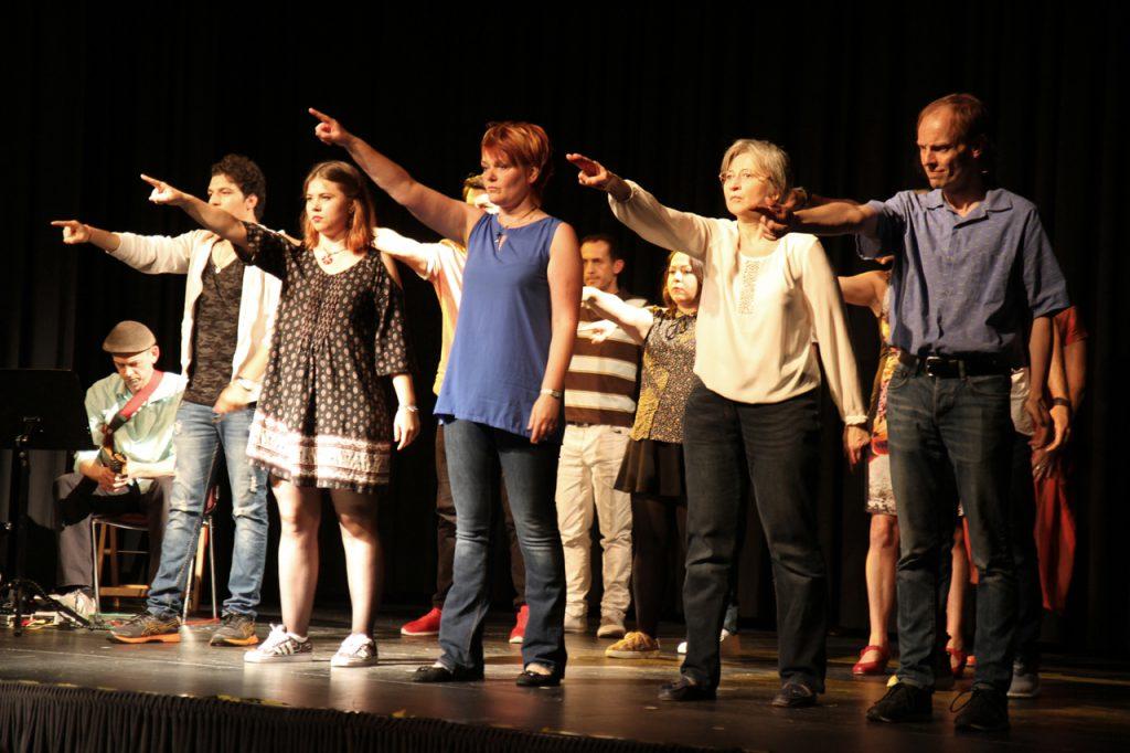 """""""Lebenswege"""" heißt das interkulturelle Theaterprojekt, das in Bestwig seine zweite Aufführung gab."""