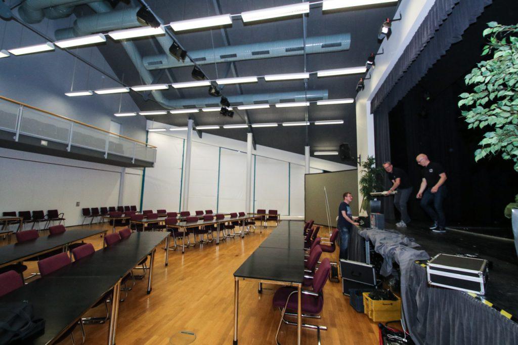 Um 23.30 Uhr war die Ratsbestuhlung wieder hergestellt. Foto: Kultur Pur/Ulrich Bock