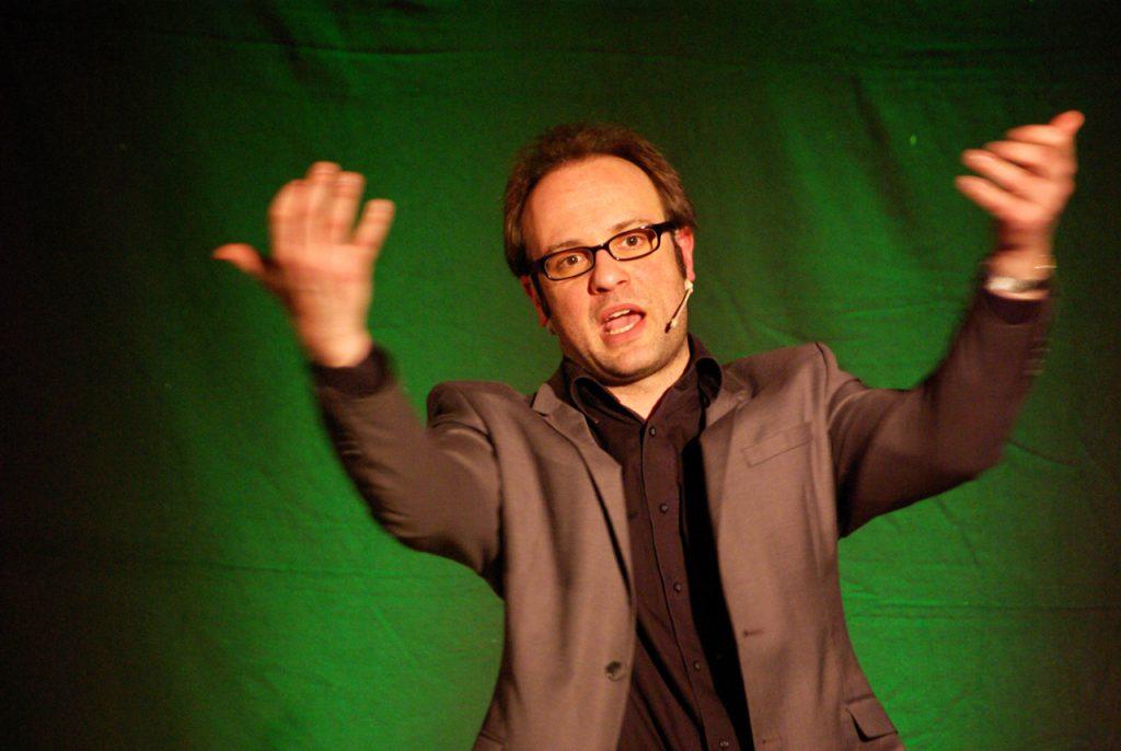 René Sydow begeisterte das Publikum gleich an zwei Abenden in der Bestwiger Sparkasse.Foto: Kultur Pur/Ulrich Bock