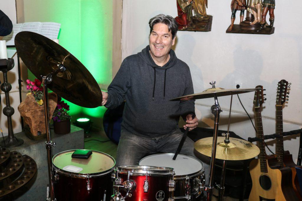 Eduardo bedient diesmal das Schlagzeug. Foto: Kultur Pur/Ulrich Bock