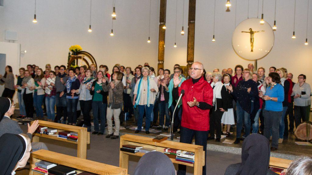 Am Samstagabend gestaltete der Projektchor die gut besuchte Vesper im Bergkloster mit. Foto: Kultur Pur/Ulrich Bock