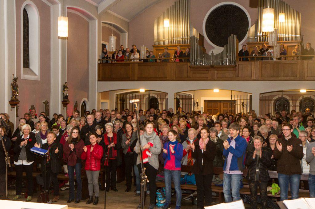 Welch ein Bild: 300 Besucher sind beim Konzert live dabei. Foto: Kultur Pur/Ulrich Bock