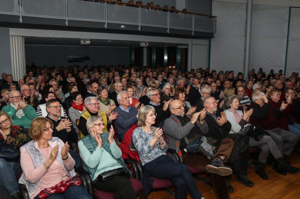 Das Publikum war am Samstagabend live im Saal, hatte dafür das Haus verlassen und spendete am Schluss lang anhaltenden, analogen Applaus. Foto: Kultur Pur/Ulrich Bock