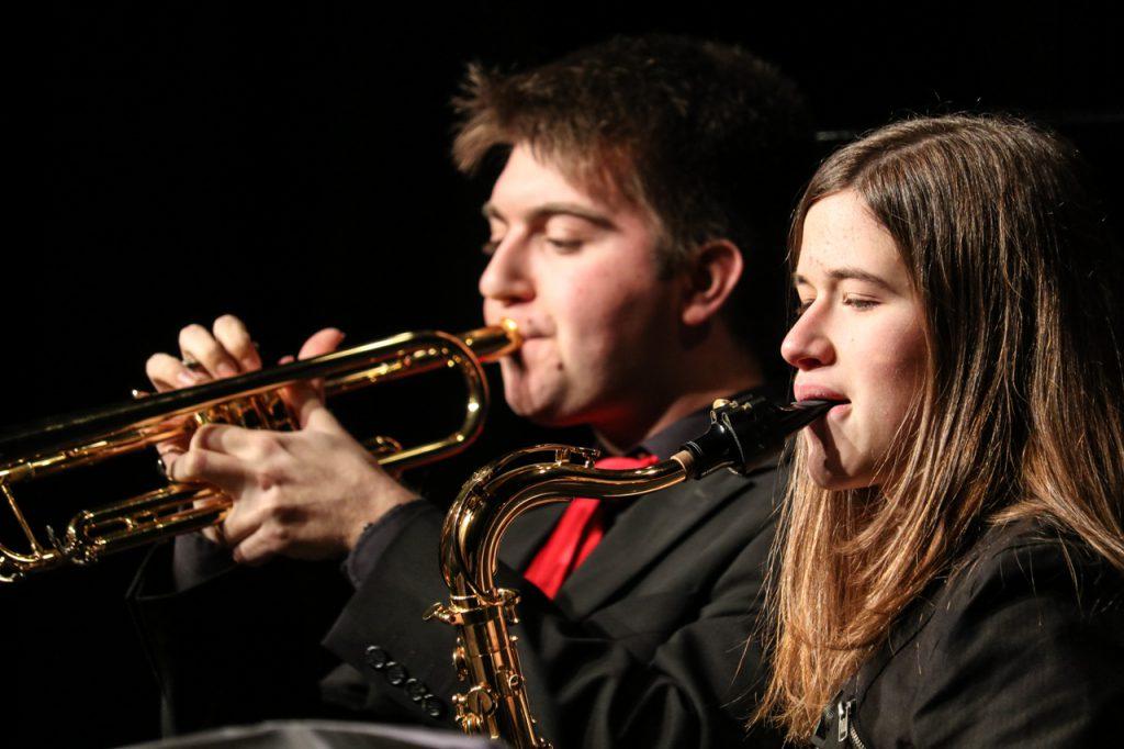 Sean Welsh an der Trompete und Celina Hanfland am Saxophon. Foto: Kultur Pur/Ulrich Bock