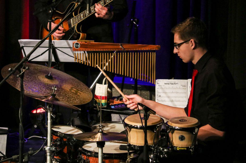 Johannes Mimberg bedient das Schlagzeug. Foto: Kultur Pur/Ulrich Bock