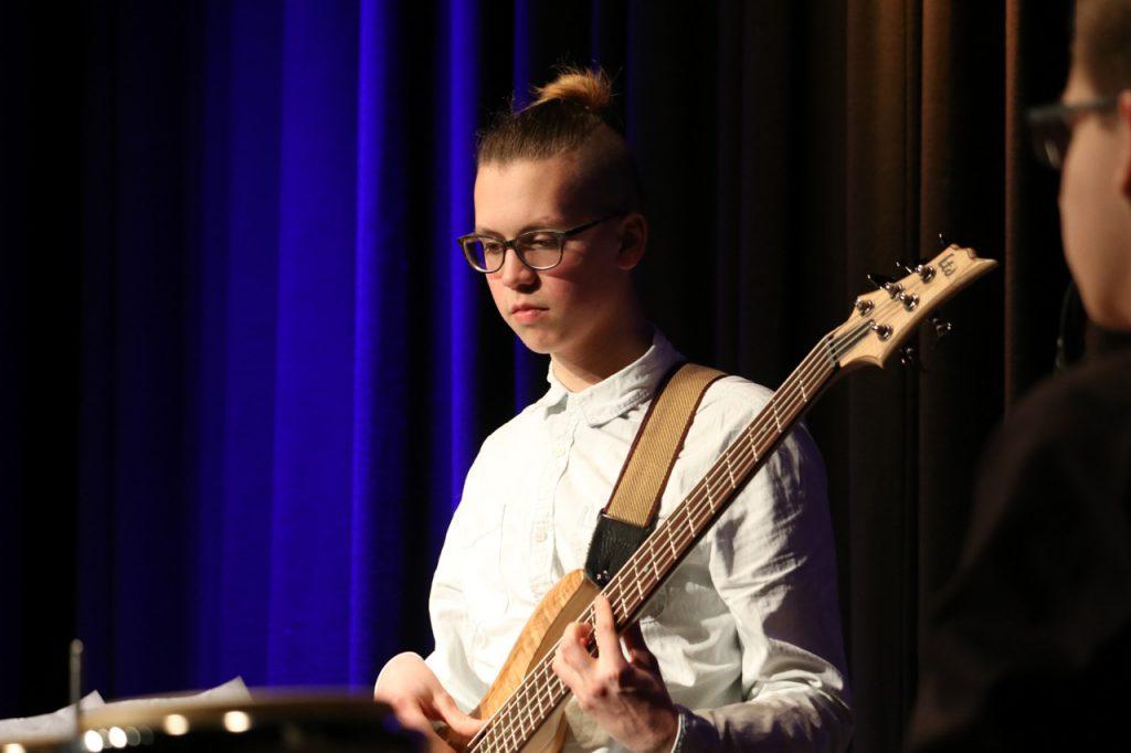 Felix Brychcy am Bass. Foto: Kultur Pur/Ulrich Bock