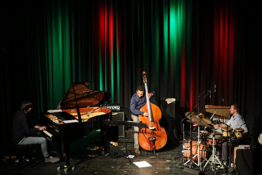 Blick von der Empore aus auf die Bühne. Foto: Kultur Pur/Ulrich Bock