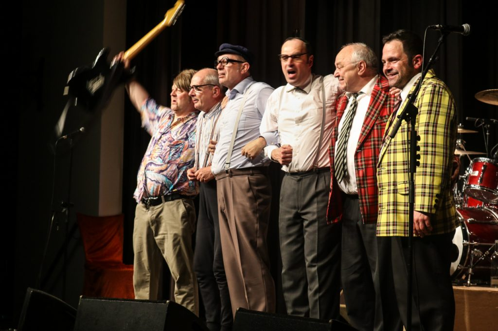 """""""Danke Bestwig"""" - das Affentheater bedankt sich für einen schönen Abend. Foto: Kultur Pur/Ulrich Bock"""