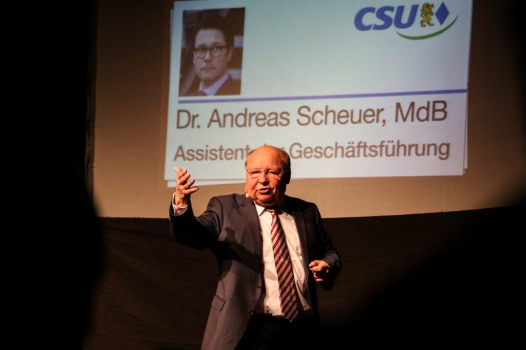 """""""Der Scheuer trägt das Wort 'bescheuert' ja schon in seinem Namen."""" Foto: Kultur Pur/Ulrich Bock"""