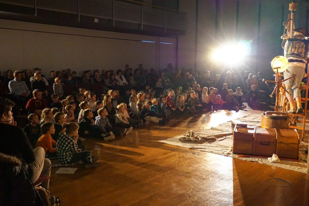 160 Zuschauer erlebten das Abenteuer mit. Foto: Britta Blanke/Kultur Pur