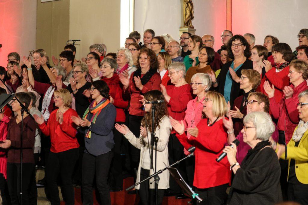 Clap your hands - der Chor ist mit Herz und Seele dabei. Foto: Kultur Pur/Ulrich Bock