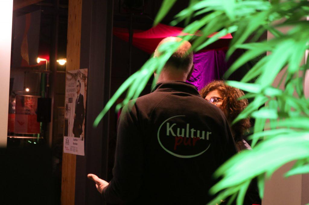 In der Pause gab es viel zu diskutieren. Foto: Kultur Pur/Ulrich Bock