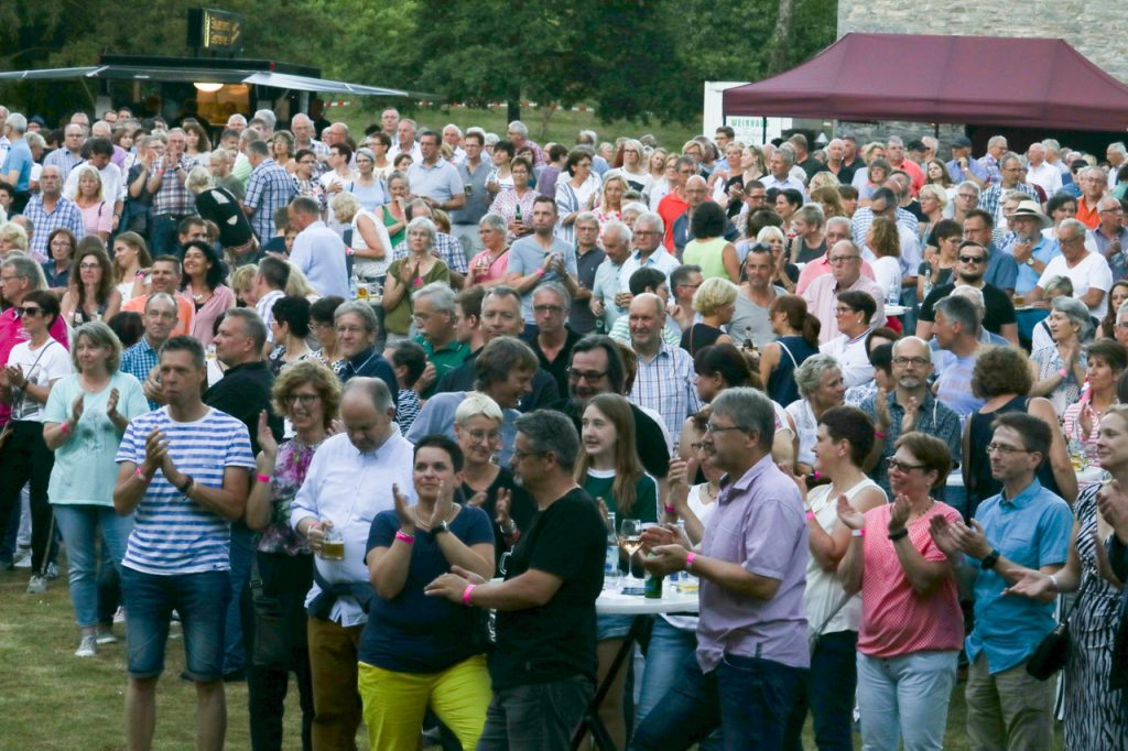 1000 Besucherinnen und Besucher füllen das Festgelände. Foto: Kultur Pur/Ulrich Bock