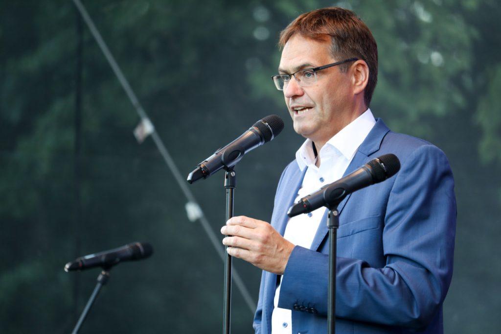 """Schirmherr Dr. Peter Liese betont: """"Bestwig darf sich glücklich schätzen, einen Verein wie Kultur Pur zu haben."""" Foto: Kultur Pur/Ulrich Bock"""