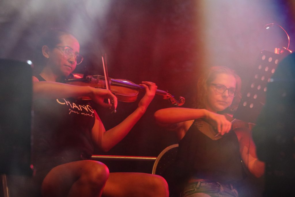 17 Streicher gehören mit zum Ensemble. Foto: Kultur Pur/Ulrich Bock