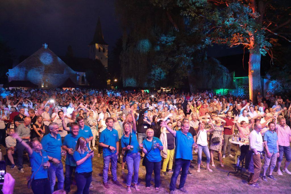 Riesenstimmung im Schlossgarten. Foto: Kultur Pur/Ulrich Bock