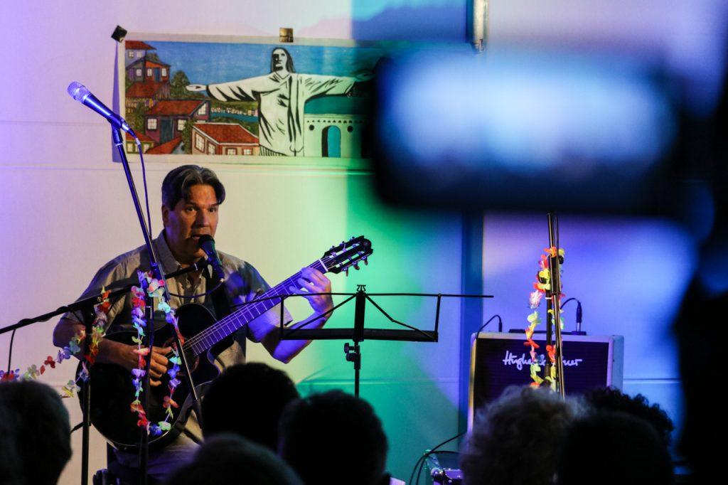Eduardo am Bass. Foto: Kultur Pur/Ulrich Bock