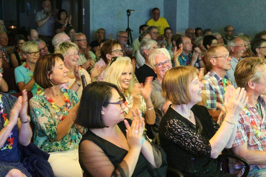 Bei brasilianischen Temperaturen kommt das Publikum schnell in Party-Stimmung. Foto: Kultur Pur/Ulrich Bock