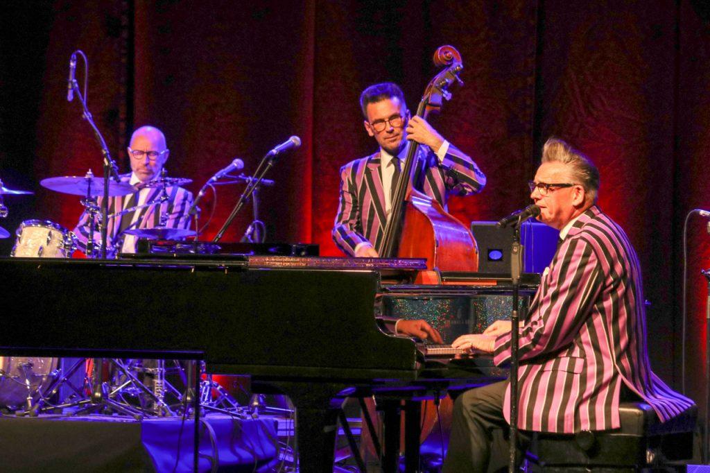 Götz Alsmann am Flügel, Ingo Senst am Kontrabass und Rudi Marhold am Schlagzeug. Foto: Kultur Pur/Ulrich Bock