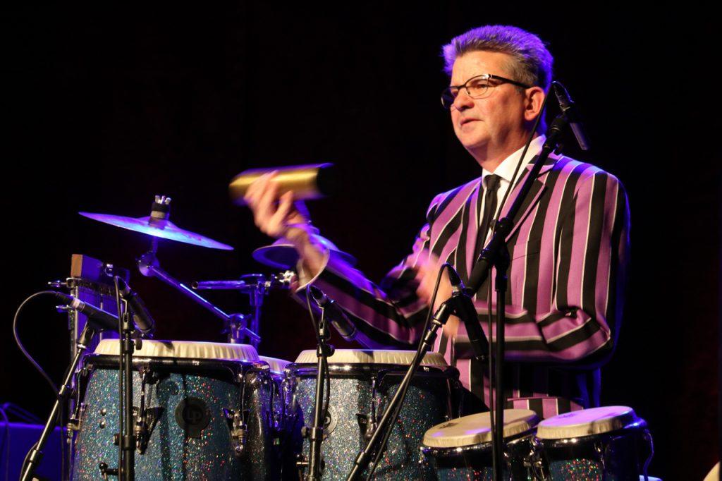 Unentwegt im Einsatz: Markus Passlack an den Percussion-Inistrumenten. Foto: Kultur Pur/Ulrich Bock