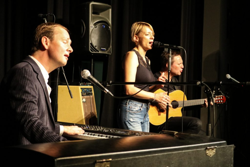 Seit 17 Jahren gemeinsam auf Tour: Pianist Christoph Reuter, Sängerin Cristin Claas und Gitarrist Stephan Bormann. Foto: Kultur Pur/Ulrich Bock