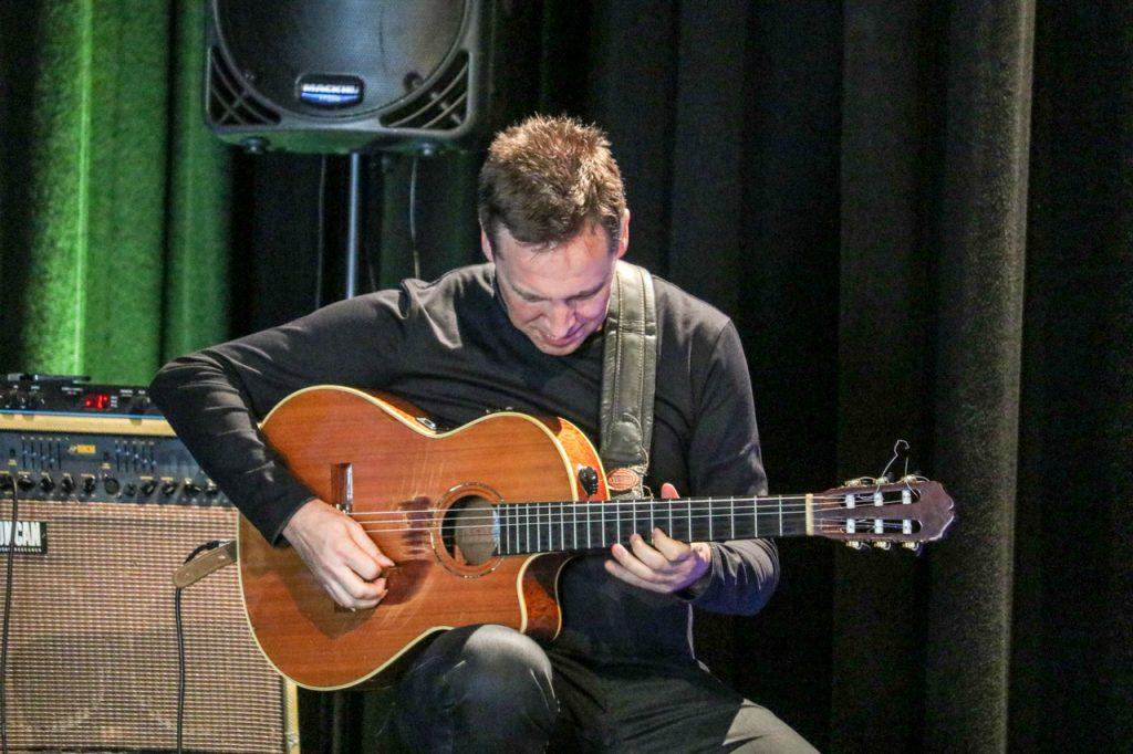 Gitarrist Stephan Bormann ist studierter Jazz-Gitarrist. Foto: Kultur Pur/Ulrich Bock