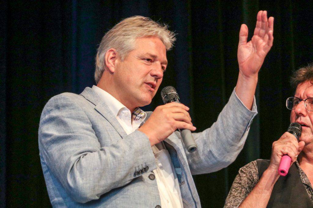 Ralf Becker erzählt von der Gründung des Vereins Kultur Pur. Foto: Kultur Pur/Ulrich Bock